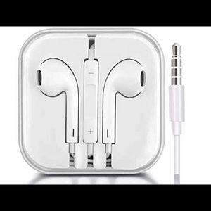 NWOT Earbuds headphones 3.5mm wired Headset